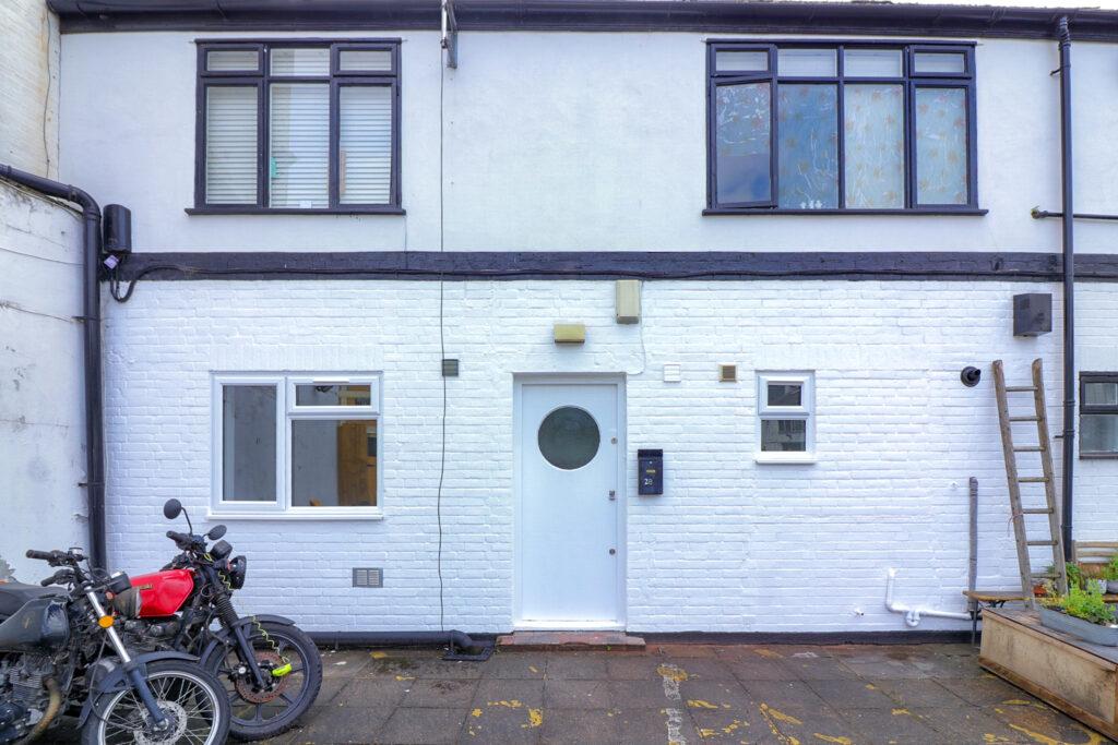 IMG 5914 1024x683 - Studio to Rent Hackney